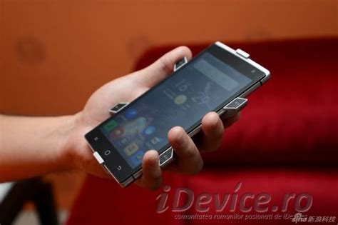 Takee - smartphone holografic 3D (Video)   iDevice