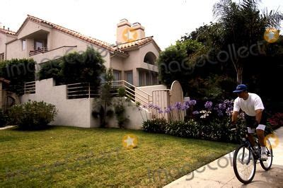 Home of Nicole Brown 875 Bundy Drive Brentwood, CA Photo